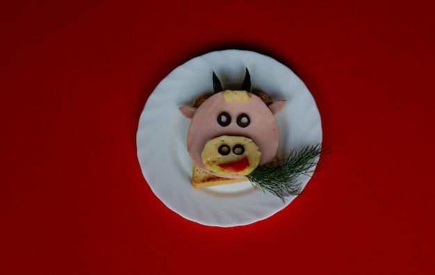 Ideia de café da manhã para crianças festa de férias comida arte touro de ano novo