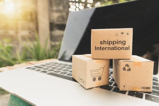 Idéia de compras on-line e serviço / conceito de comércio eletrônico.