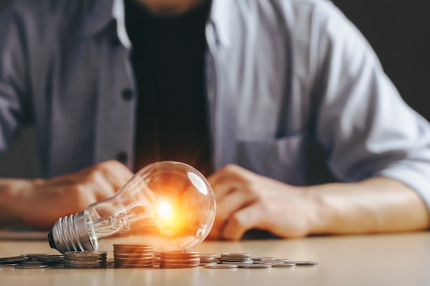 Ideia de economia de dinheiro e conceito de energia Foto Premium