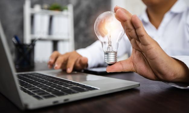 Ideia de negócio de sucesso e conceito de inovação criativa