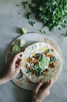 Idéia de receita de fotografia de comida caseira de cogumelos quesadilla