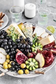 Ideia de receita de fotografia de comida em travessa de queijo