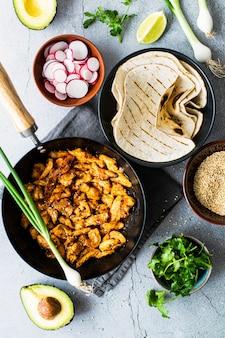 Ideia de receita de tacos de frango caseiro fresco