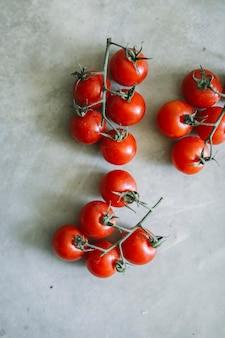 Idéia de receita de tomate cereja orgânico fresco