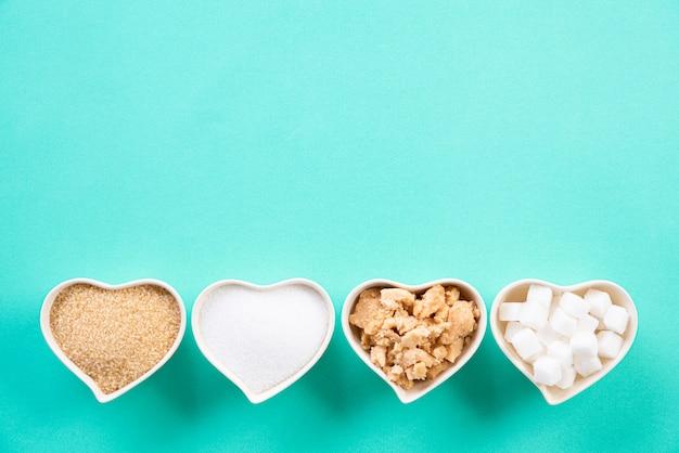 Ideia superior de vários tipos de açúcar no pastel verde.