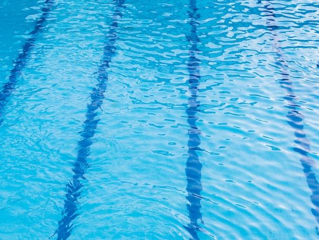 Ideia superior do fundo da piscina.