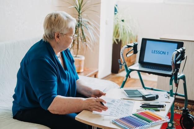 Ideias de passatempo para idosos aposentadoria passatempos passatempos para idosos atividades para idosos com Foto Premium