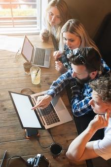 Ideias de pesquisa de trabalho em equipe. conceito de rede social de navegação na internet
