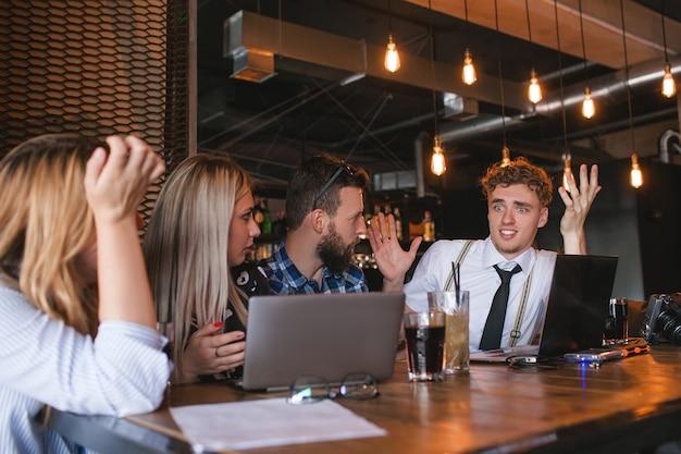 Ideias de trabalho em equipe brainstorming de criatividade
