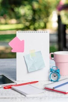 Idéias para lanchonetes de café ao ar livre, experiência de trabalho em cafés, redação de notas importantes, redação de novas cartas, criação de artigos escritos, gerenciamento de negócios