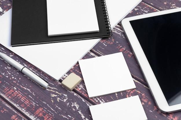 Identidade corporativa e maquete da web móvel
