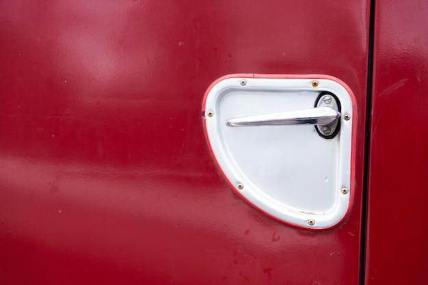 Identificador de carro antigo de um close-up de caminhão velho.