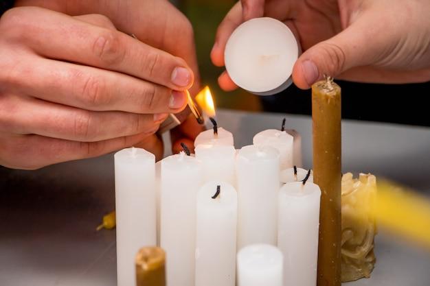 Ignição de velas durante as celebrações