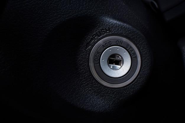 Ignição do buraco da fechadura do carro para o motor de arranque de um carro.