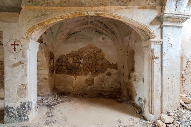 Igreja antiga e arruinada