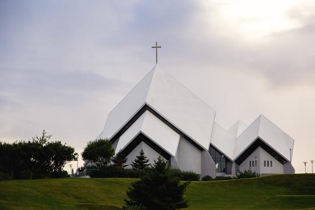 Igreja ao pôr-do-sol
