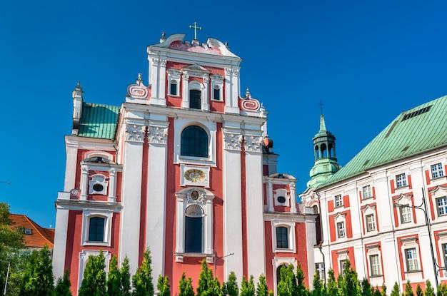 Igreja colegiada de nossa senhora do perpétuo socorro e santa maria madalena em poznan, polônia
