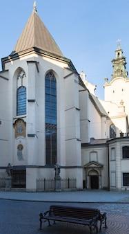 Igreja da catedral latina de lviv (cidade de lviv, ucrânia) em 10 de maio de 2012