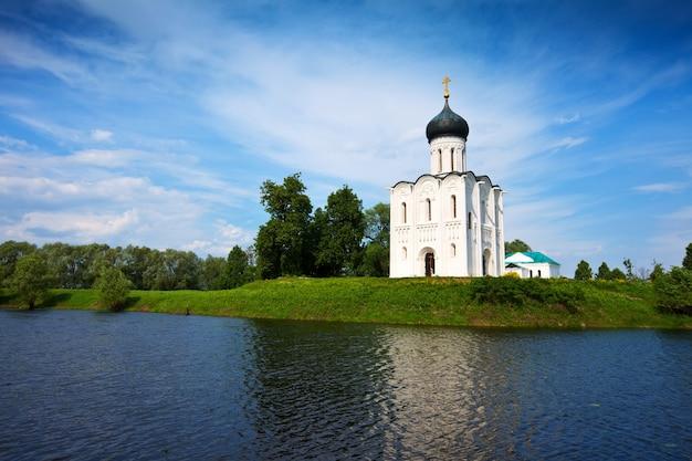 Igreja da intercessão no rio nerl