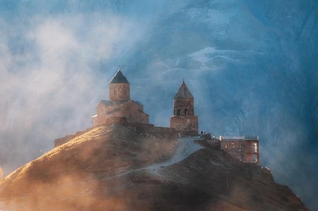 Igreja da trindade gergeti, kazbebi - geórgia