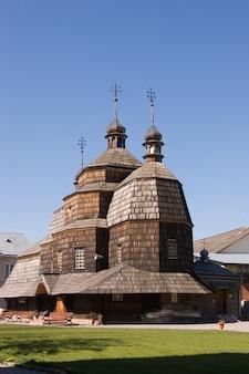 Igreja de madeira em chortkiv, ucrânia