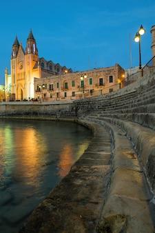 Igreja de nossa senhora do monte carmelo à noite, st. julian, malta