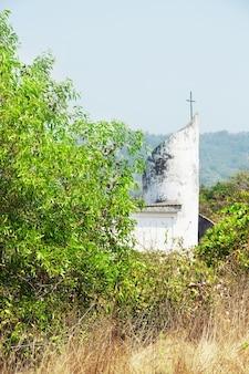 Igreja de nossa senhora do rosário. templo cristão em mandrem. norte de goa, índia