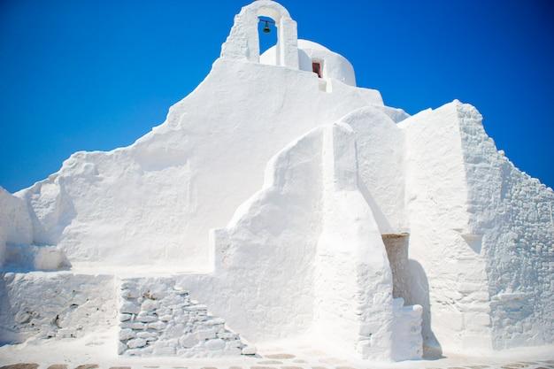 Igreja de panagia paraportiani na ilha de mykonos, na grécia