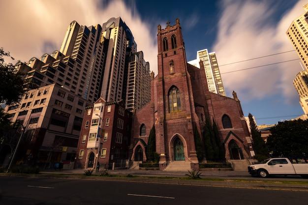 Igreja de saint patrick no distrito financeiro de são francisco, na califórnia