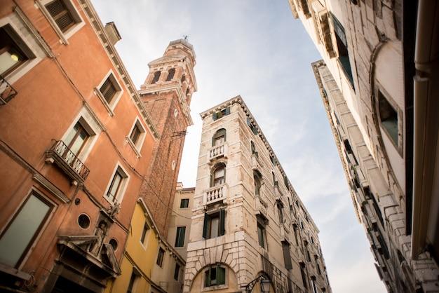Igreja de san bartolomeo di rialto (são bartolomeu) em veneza.