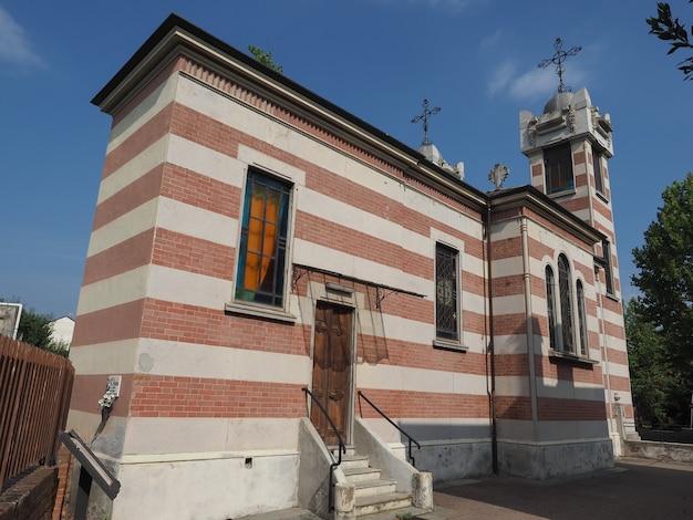 Igreja de santa isabel na aldeia leumann em collegno