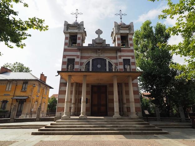 Igreja de santa isabel na aldeia leumann em collegno Foto Premium