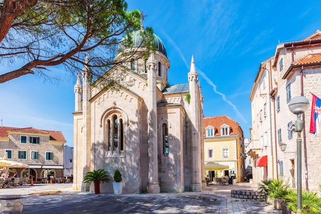 Igreja de são jerônimo, a catedral mais popular de herceg novi, montenegro.