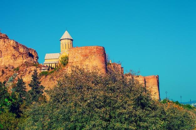 Igreja de são nicolau na fortaleza de narikala em tbilisi, país da geórgia