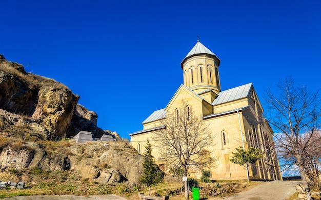 Igreja de são nicolau na fortaleza de narikala - tbilisi, geórgia.
