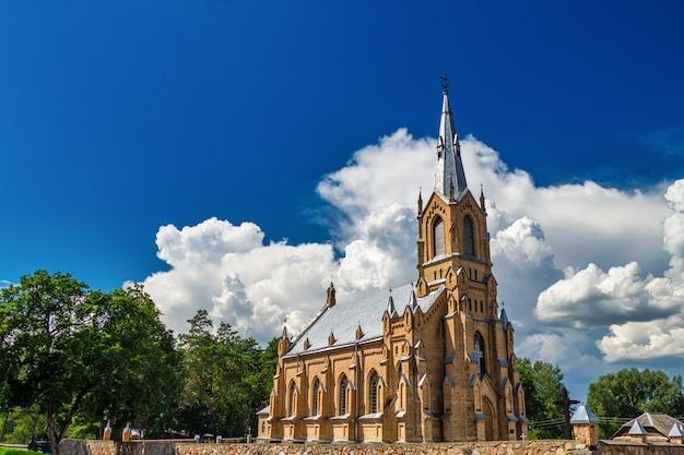Igreja do nascimento da bem-aventurada virgem maria. igreja da natividade da santíssima virgem maria na lituânia.