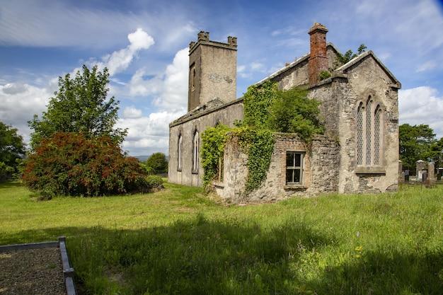 Igreja em ruínas no condado de mayo, república da irlanda