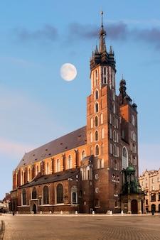Igreja gótica de santa maria em cracóvia