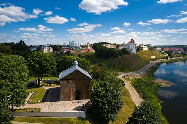 Igreja kolozhskaya do século xii na cidade de grodno.medieval igreja ortodoxa no rio neman.