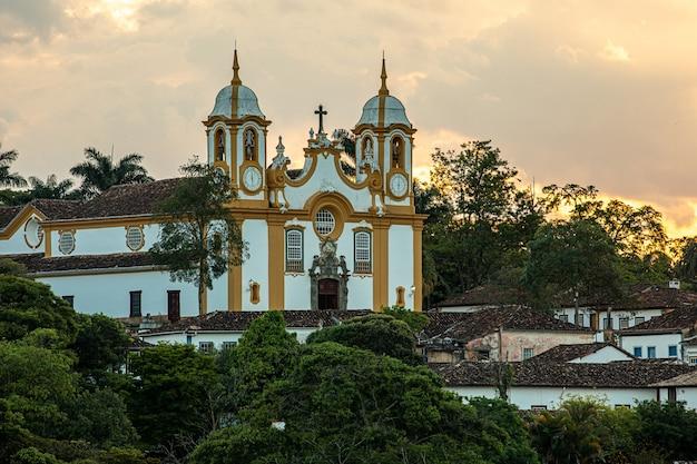 Igreja matriz de santo antônio, cidade colonial de tiradentes, estado de minas gerais, brasil