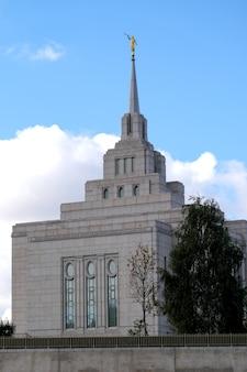 Igreja mórmon do santuário de deus em kiev, vista da lateral do anel viário, 27 de setembro de 2021
