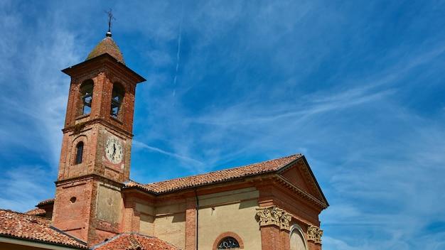 Igreja no município de grinzane cavour, piemonte, itália. Foto Premium