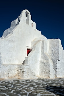 Igreja ortodoxa grega de panagia paraportiani na cidade de chora, na ilha de mykonos