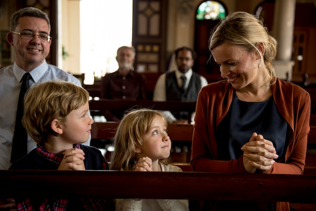 Igreja pessoas acreditam fé religiosa