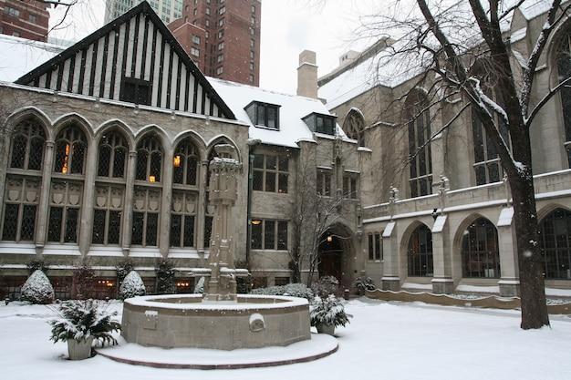 Igreja presbiteriana com neve em chicago