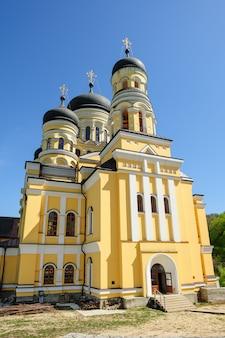 Igreja principal do mosteiro de hancu, república da moldávia
