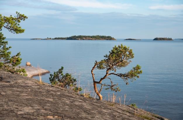 Ilha da república da carélia, cercada pelo lago