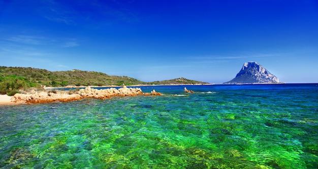 Ilha da sardenha, cala dorata (porto taverna) itália