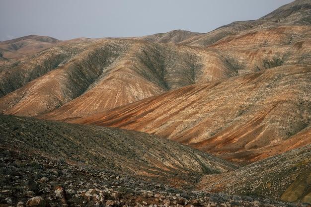 Ilha das canárias do panorama do vale das montanhas incríveis. Foto Premium
