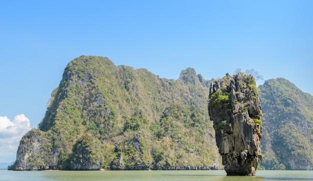 Ilha de james bond ou koh tapu na baía de phang nga, tailândia